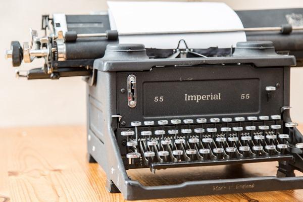typewriter-1462562067KX7
