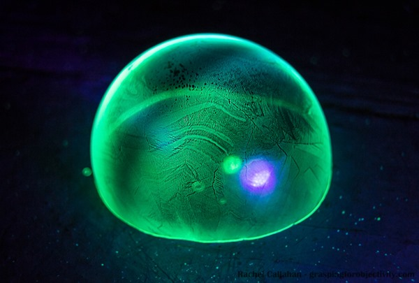 Glow-in-the-dark-frozen-bubbles-4